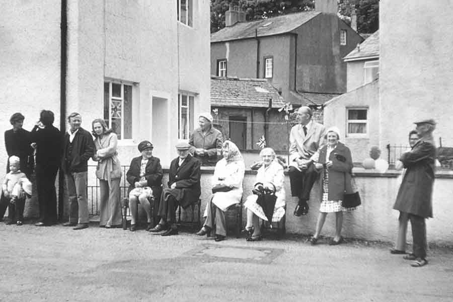 Awaiting the Jubilee procession in 1977